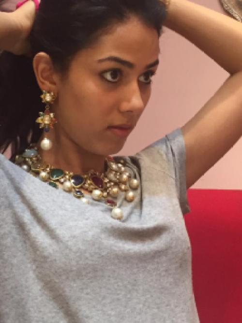 Mira Rajput trying her wedding jewellery
