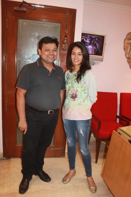 Mira Rajput with co-owner of Shri Ram DIAGEMS Mr. Vinay Gupta