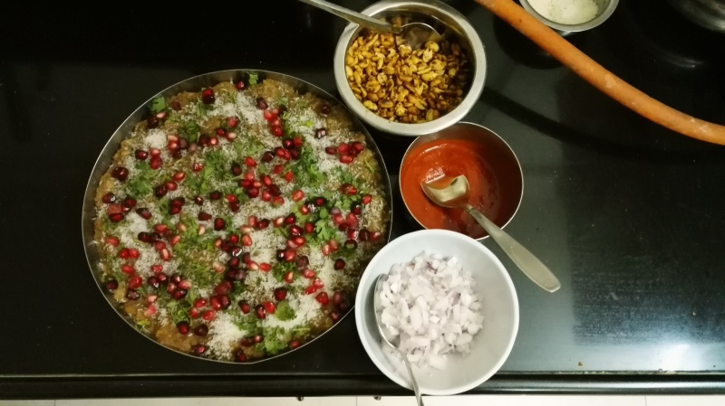 Home made kutchi dabeli,sweet chutney, garlic chutney