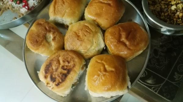 Home made kutchi dabeli,sweet chutney, garlic chutney,dabeli pav