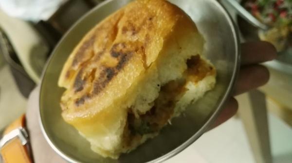 home-made dabeli, masala groundnut, street food, kutchi dabeli